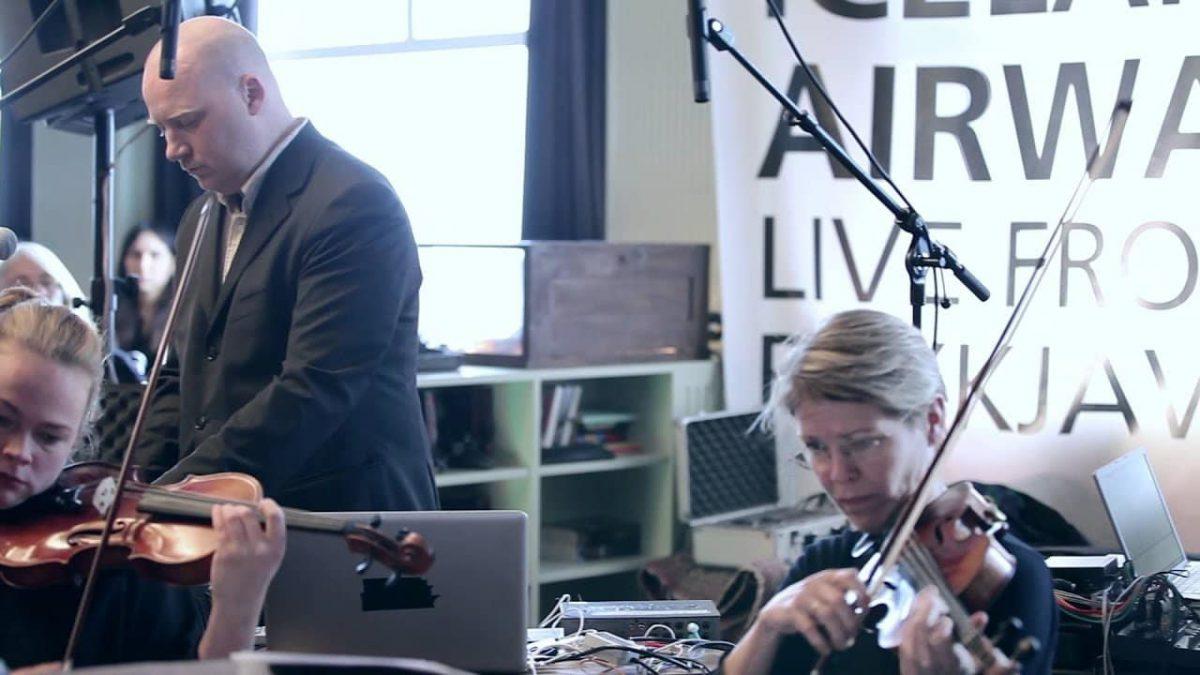 اجرای زنده یوهان یوهانسون در KEXP را تماشا کنید