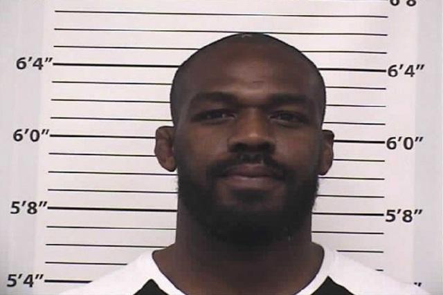جان جونز دستگیر شد ؛ قهرمان UFC متهم به رانندگی در مستی و استفاده سهل انگارانه از سلاح گرم است!!!