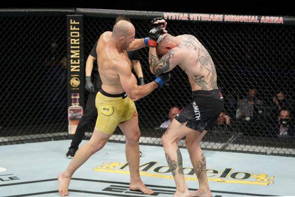 مبارزه آنتونی اسمیت با گلاور تشیرا