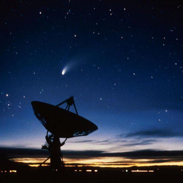 امواج رادیویی از اعماق فضا