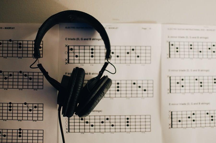 معرفی سایتهای آموزش موسیقی ؛ چگونه در قرنطینه به صورت رایگان موسیقی بیاموزیم؟