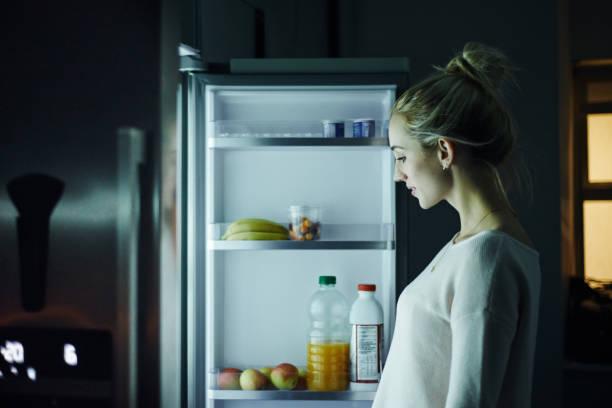 گرسنگی در نیمه شب ؛ چرا نیمه شبها سراغ یخچال میروید؟