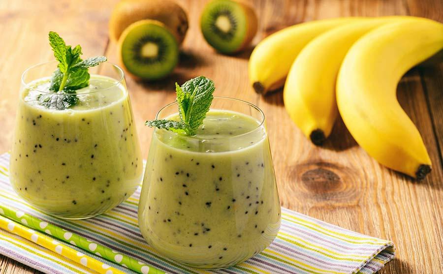 اسموتی کیوی و موز از بهترین نوشیدنی ها برای رفع عطش